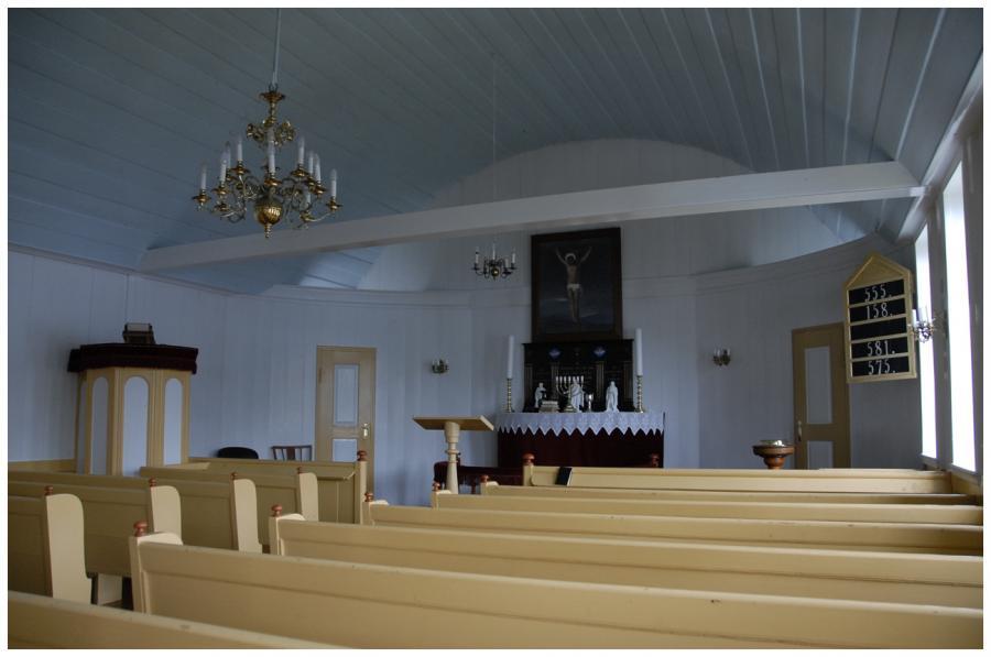 Interiér kostela v Bour 7 1-0099